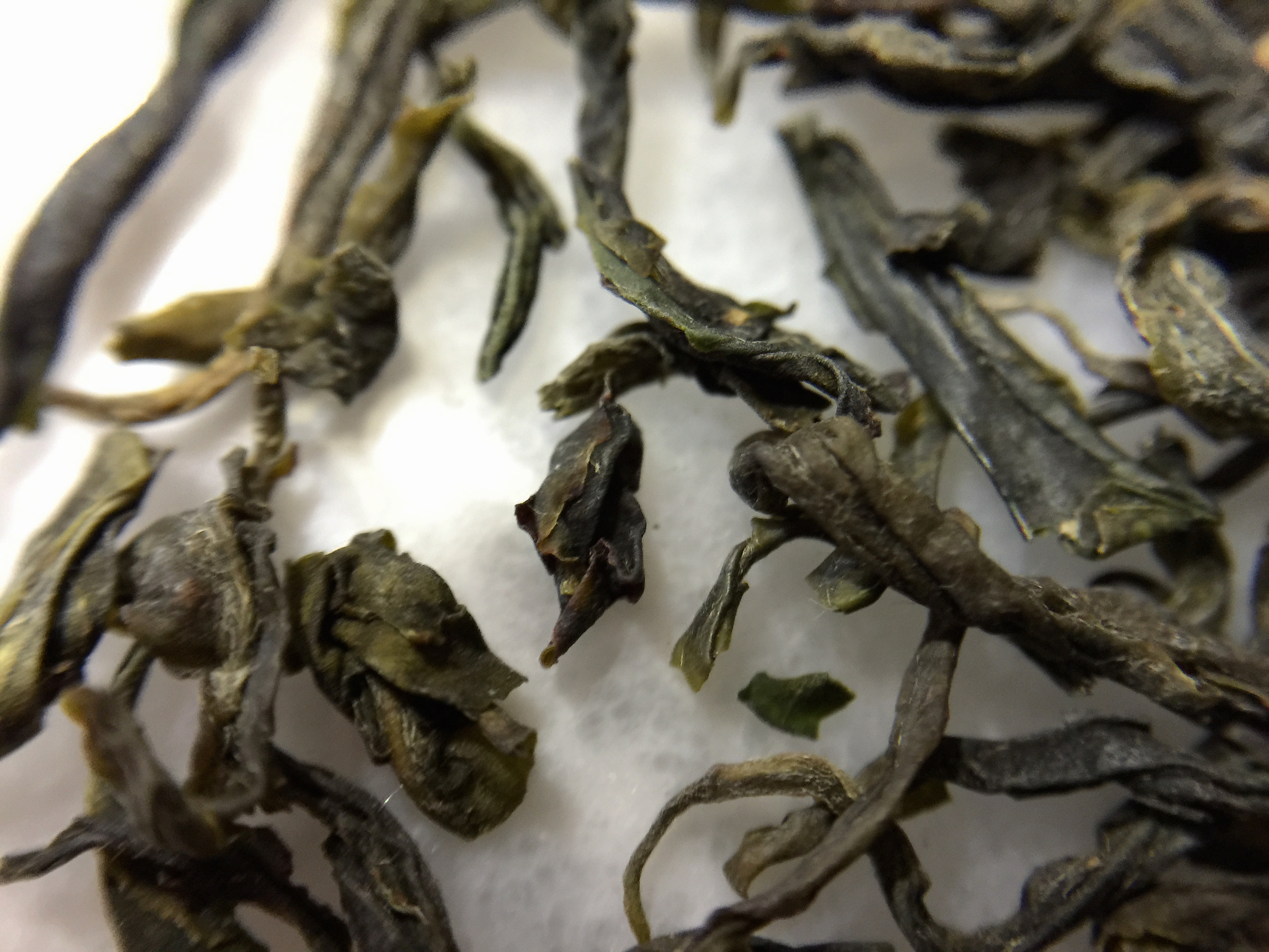 Five Peaks Green Dew (Arrbor Teas): loose leaf Macro by Jocilyn Mors is licensed under a Creative Commons Attribution-ShareAlike 4.0 International License.