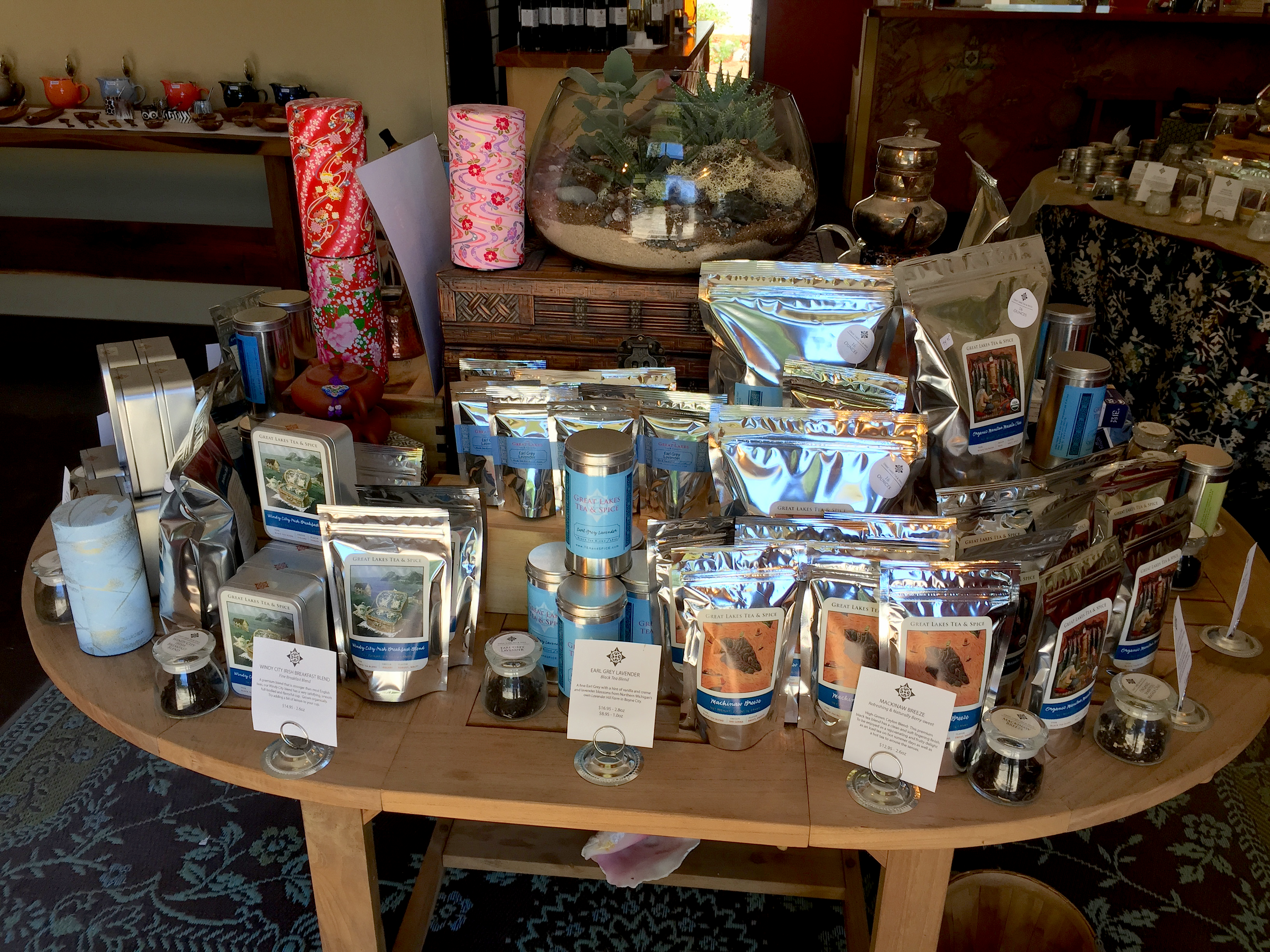 Great Lakes Tea & Spice Co. shop display by Jocilyn Mors is licensed under a Creative Commons Attribution-ShareAlike 4.0 International License.